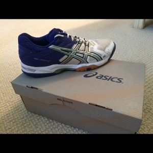 ASIC Court shoes NWOT